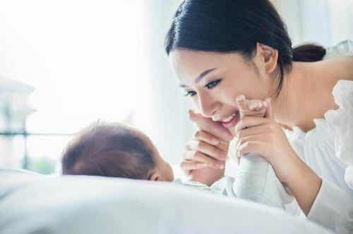 Hvorfor adlyder japanske barn alltid foreldrene sine?