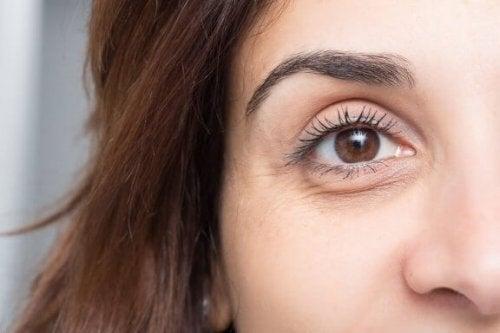 10 tips for å forhindre poser og mørke sirkler under øynene
