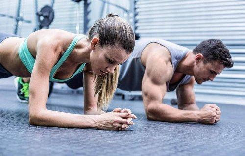 Par som trener sammen.