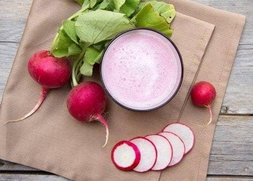 reddik, selleri og rødkål-juice - slankende grønnsaksjuice
