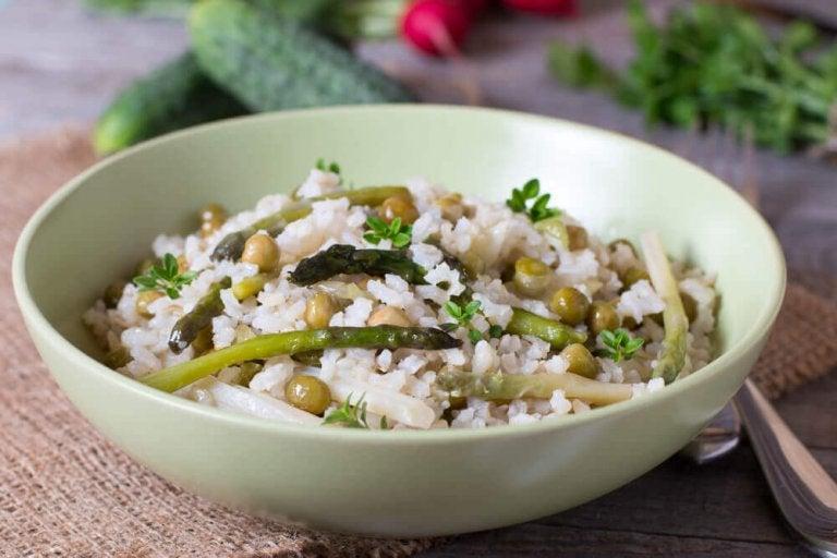 Kolesterolvennlig ris med grønnsaker og chiafrø