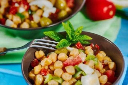 Fire deilige oppskrifter på kikertsalat