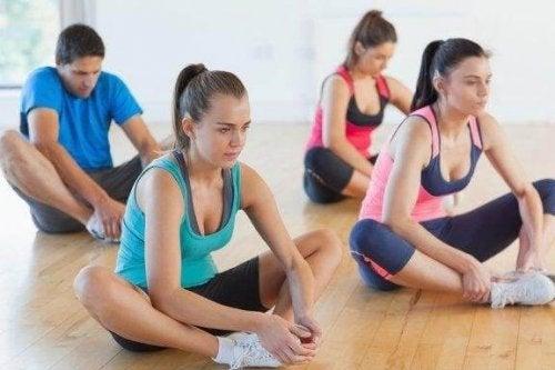 Tre tøyeøvelser for å forbedre fleksibiliteten i beina