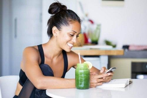 Fem juicer som kan hjelpe deg å miste tommer fra midjen din