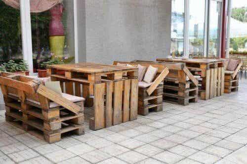 8 innovative ideer til å lage møbler av resirkulert materiale