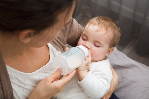 Smokk og flasker gir komfort til babyer som denne