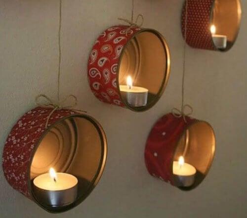 Lysholdere langs veggen