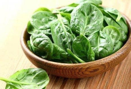Spinat er sunt og er rik på vitamin E.