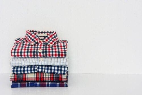 Lær å brette skjortene dine i rekordfart