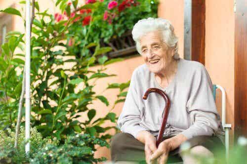 Hjelp eldre mennesker med å takle sykdom