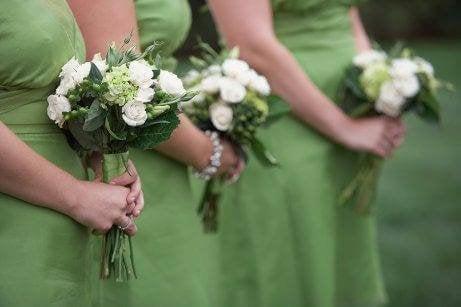 Du bør kle deg i kjole i et bryllup.