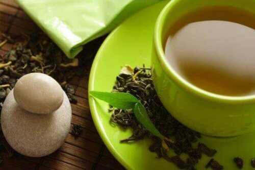 Hjelper det å drikke grønn te for å gå ned i vekt?