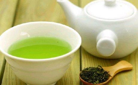 En kopp med grønn te gir deg mye bra og smaker godt.