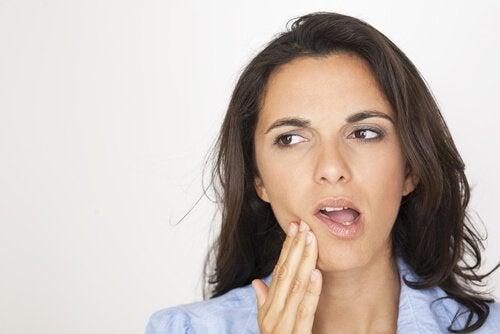Kjerringråd for å lindre smerter i kjeven.
