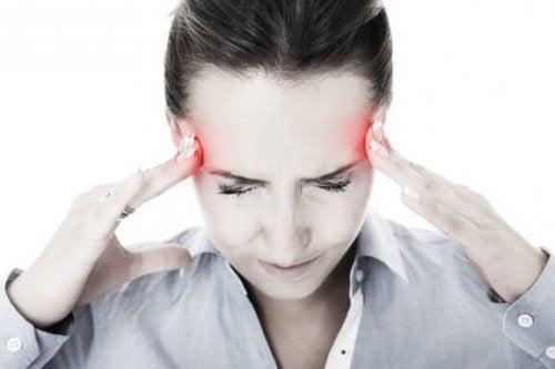 6 naturlige løsninger for å fremskynde migrenelindring