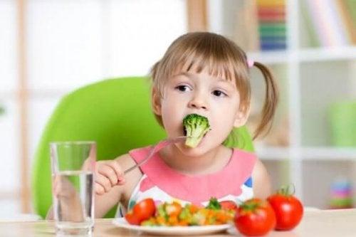 6 oppskrifter som vil hjelpe barnet ditt med å spise grønnsaker