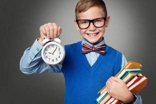 Slik lærer du barnet ditt tidsplanlegging