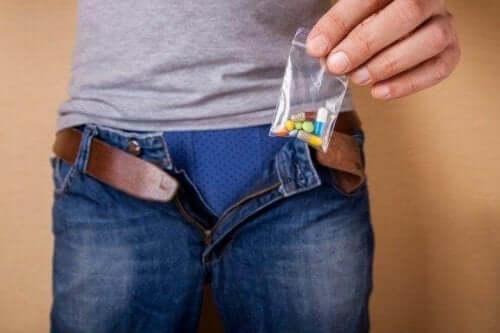 Legemidler, narkotika og impotens: Er de relatert til hverandre?