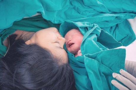 Mor og nyfødt barn