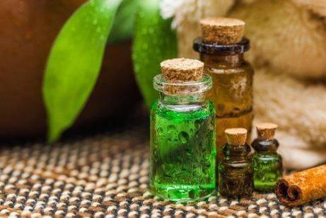 Tetreolje for å desinfisere kjøkkensvamper