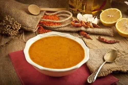 Prøv denne enkle oppskriften på kremet linsesuppe