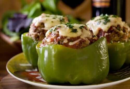 Fylte paprika med quinoa og kylling.