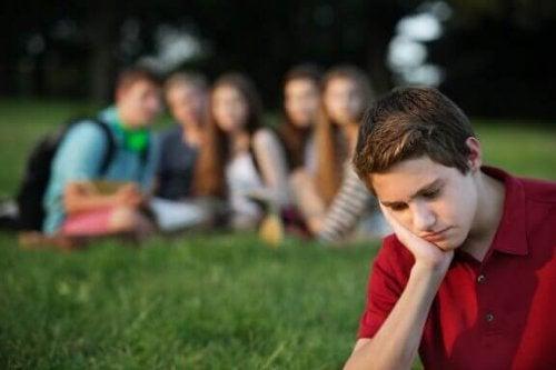 Hvordan kan du hjelpe barna dine å møte gruppepress?