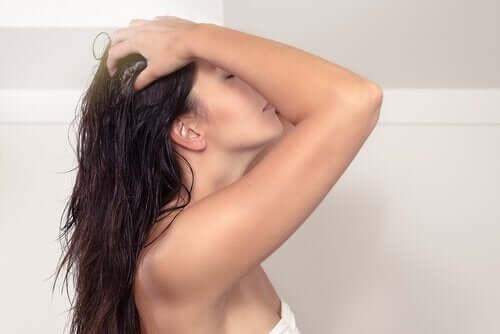 naturlig balsam for å holde håret sunt