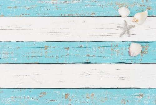 Blått og hvitt er populære farger i nautisk innredning
