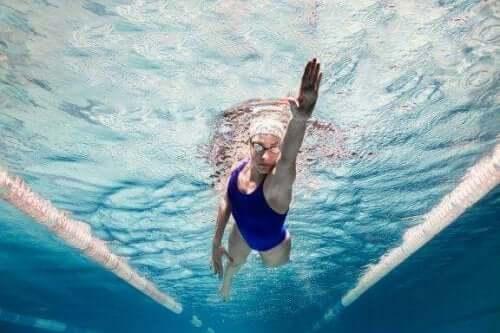 Fem overraskende psykologiske fordeler med svømming