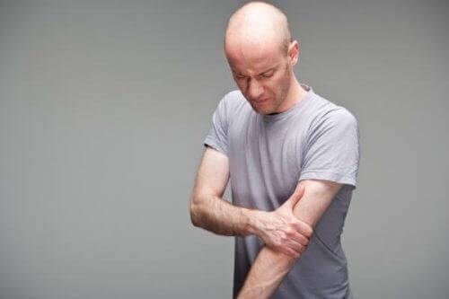 Senebetennelse i biceps-musklene