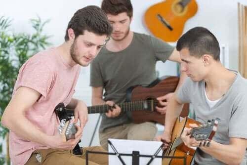 Gutter spiller gitar
