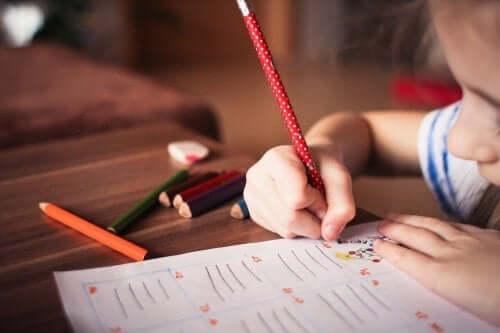 Det kan virke som skriblerier, men at barn tegner, bringer med seg store fordeler.