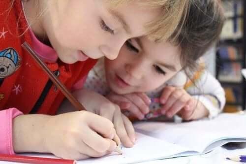 Når barn tegner, er det ikke bare tegneferdigheter de utvikler.