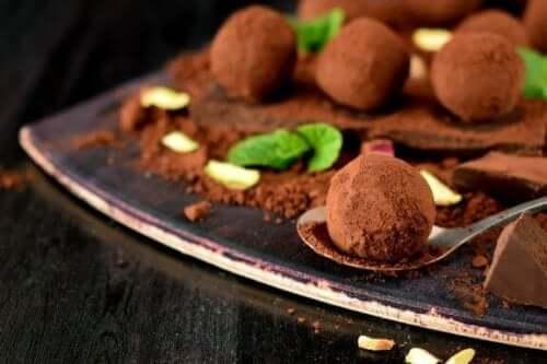 Hjemmelaget oppskrift på deilige sjokoladetrøfler