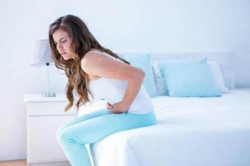 5 varme drikker som hjelper mot menstruasjonssmerter