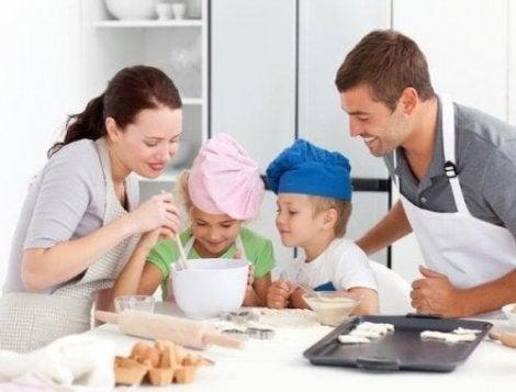 Bak enkle fløtekjeks med hele familien.