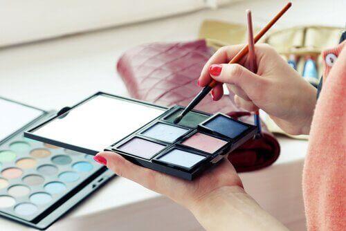 7 giftige ingredienser du bør unngå i kosmetikk