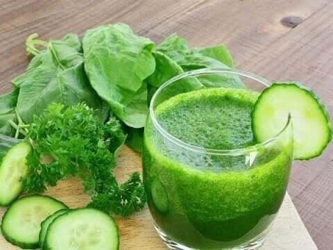 Grønne smoothies er sunne, men kan de virkelig gjøre alt folk påstår?