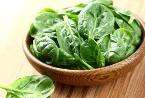 Sunne grønnsaker, spinat.