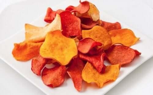 Slik lager du chips av aubergine og andre grønnsaker