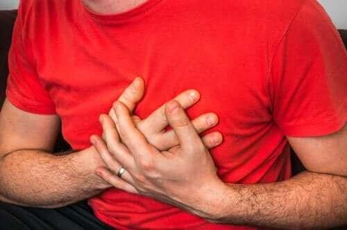 Årsaker til brystsmerter når man hoster