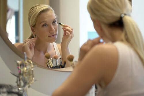 Tips for å gjøre at huden din ser ung ut når du har fylt 40
