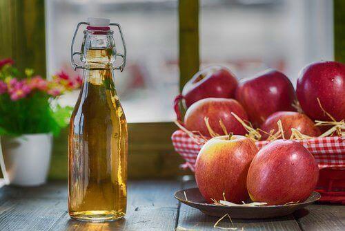 Eplecidereddik og epler.
