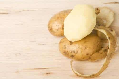 Fire preparater laget av potetskrell som du bør prøve