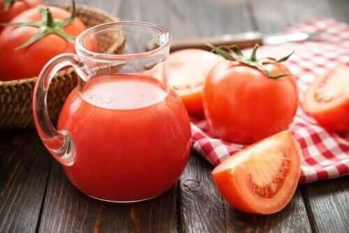 Tomatsaft kan bidra til å gi lykopen og jern