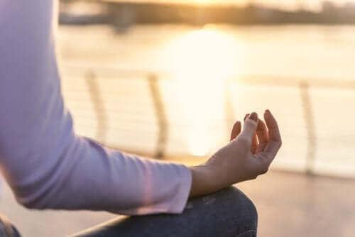 Yoga gir deg fred og lykke