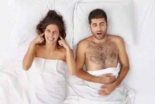 Symptomer og behandling for søvnapné