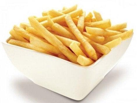 Du burde unngå å spise pommes frites for helsas skyld.