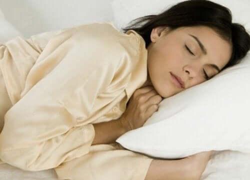 Kvinne som sover
